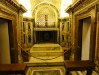 O túmulo de Pedro: lado externo, bem em baixo do altar da Basílica