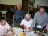 A acolhida dos frades foi muito boa Frei Dalvino serve a mesa
